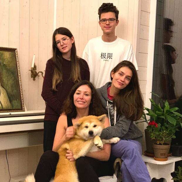 Екатерина Волкова с сыном и дечерьми