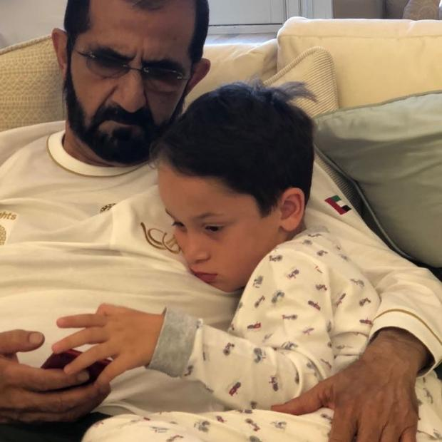 Эмир Дубая с сыном