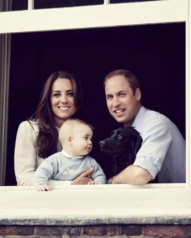 Кейт Миддлтон и Принц Уильям с Принцем Джорджем и собакой Лупо