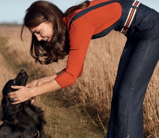 Кейт Миддлтон играет с собакой Лупо