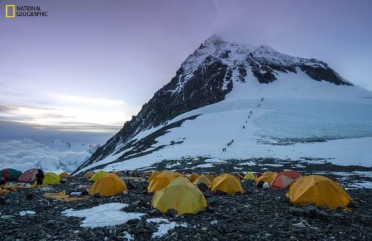 Палатки альпинистов на Эвересте