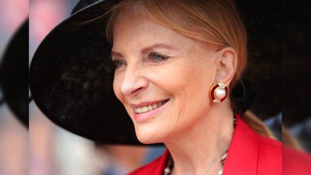 Принцесса Майкл Кентская в красивой черной шляпке