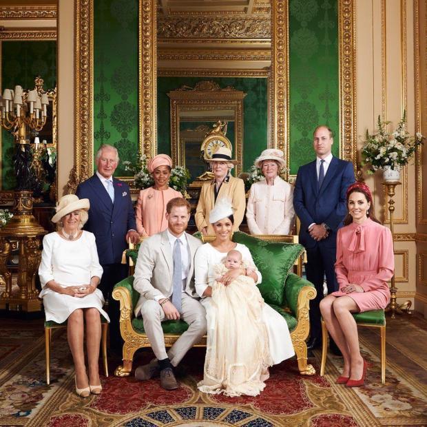 Королевская семья на крещении сына Меган Маркл и Принца Гарри