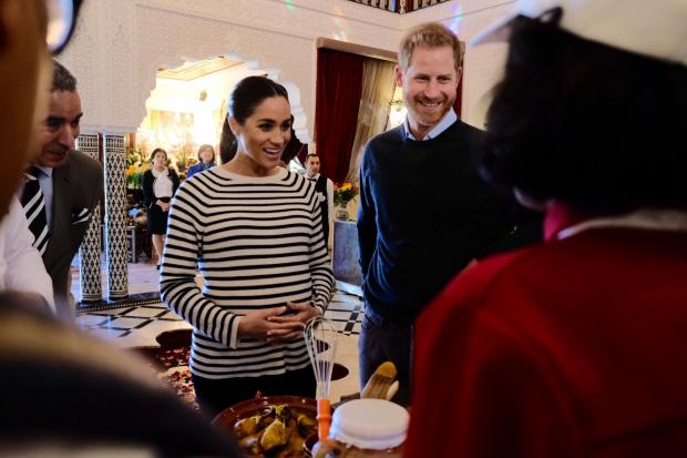Меган Маркл в полосатой кофте с Принцем Гарри