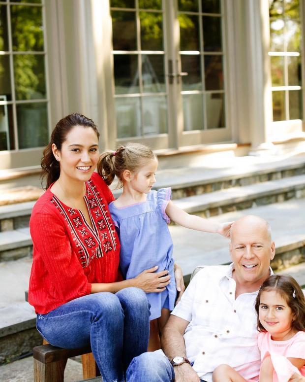 Брюс Уиллис с женой и младшими дочерьми