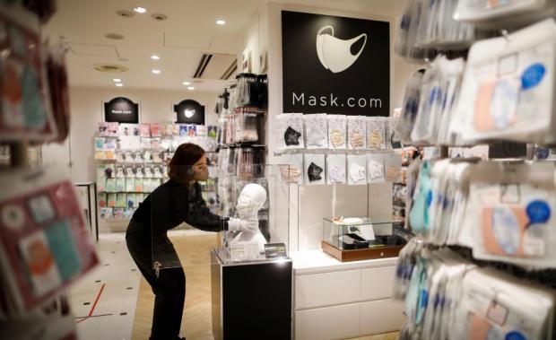 Магазин в Японии с драгоценными масками для лица