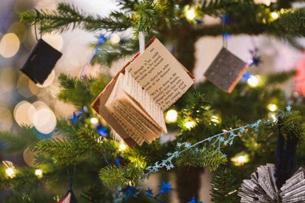 использование в новогодней тематике книжного настроения