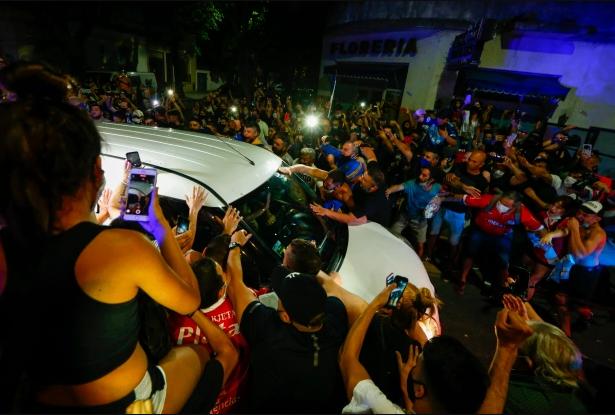 Поклонники горюют о Марадоне