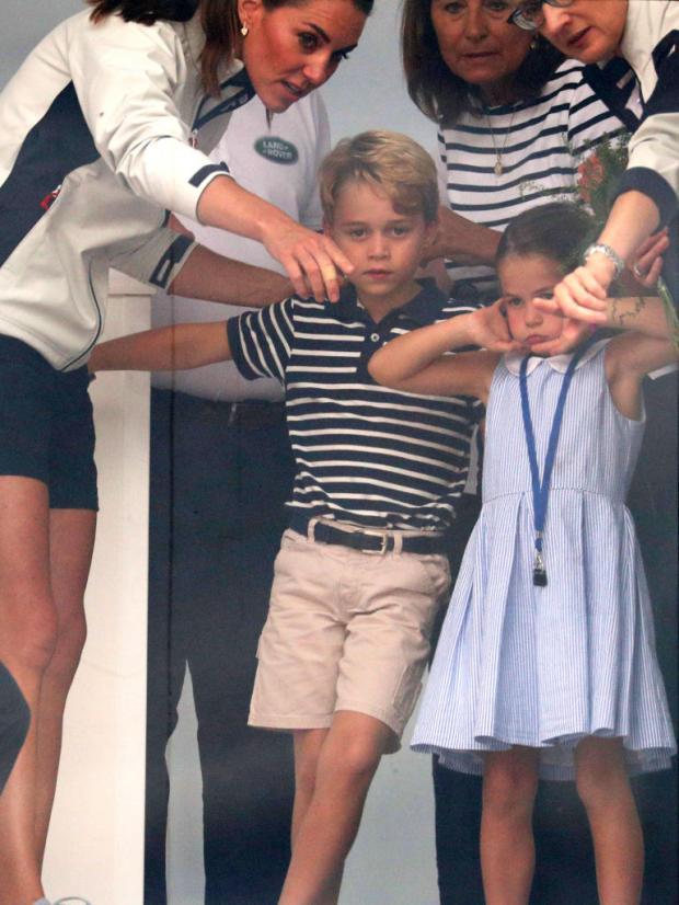 Принцесса Шарлотта и Принц Джордж капризнячают