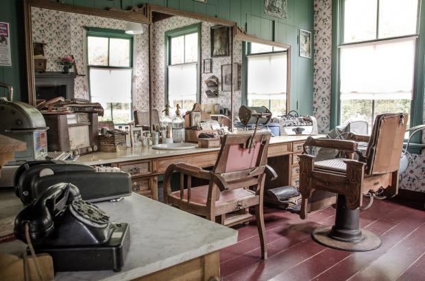 помещение старинной парикмахерской