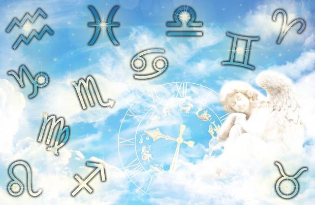 изображения зодиакальных знаков на фоне голубого неба с фигуркой ангела