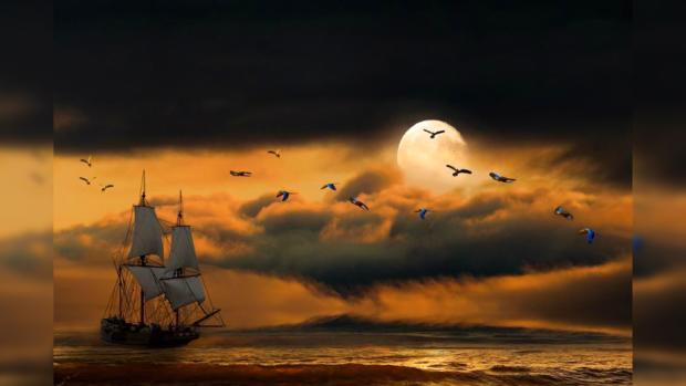 полнолуние над морем с парусником