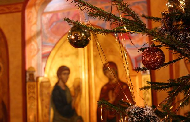 рождественская елка в церкви
