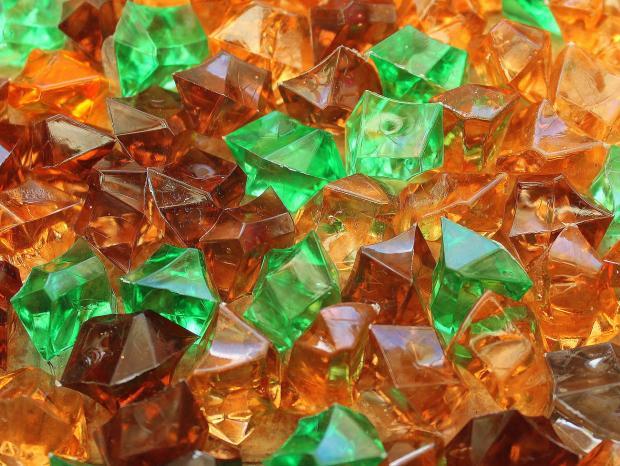 разноцветные стеклянные осколки