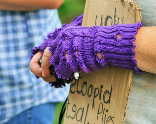 Руки в дырявых перчатках