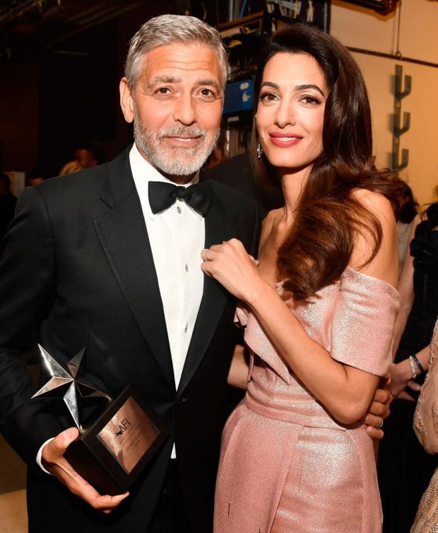 Джордж Клуни под руку с женой