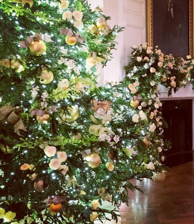 Белые розы в украшении