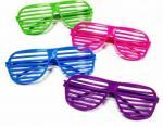 Странные разноцветные очки