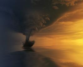 Мощный торнадо сняли на видео жители сицилийского города Катания