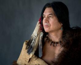 Фото коренных американцев: 16 представителей древних племен в традиционной одежде
