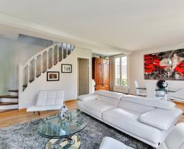 Как почистить белый кожаный диван от грязи без дорогостоящих бытовых средств