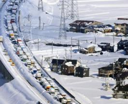 Сильный снегопад в Японии: в 15-километровой пробке ночевали более 1000 автомобилей