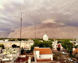 Впечатляющее видео: мощная песчаная буря обрушилась на аргентинский город Санта-Роса