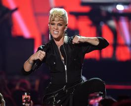 Певица Пинк получила серьезную травму ноги и пошутила о трудностях 2020 года