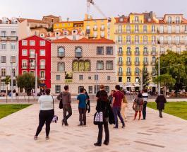 Пять человек пострадали в результате частичного обрушения жилого дома в Лиссабоне