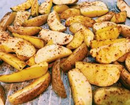 Идеи быстрого ужина: 2 простых способа приготовить вкусный запеченный картофель