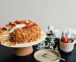 """Ленивый """"Медовик"""": рецепт любимого десерта без раскатки коржей"""