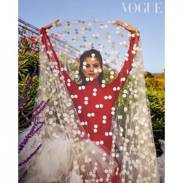 Селена Гомес на обложке журнала