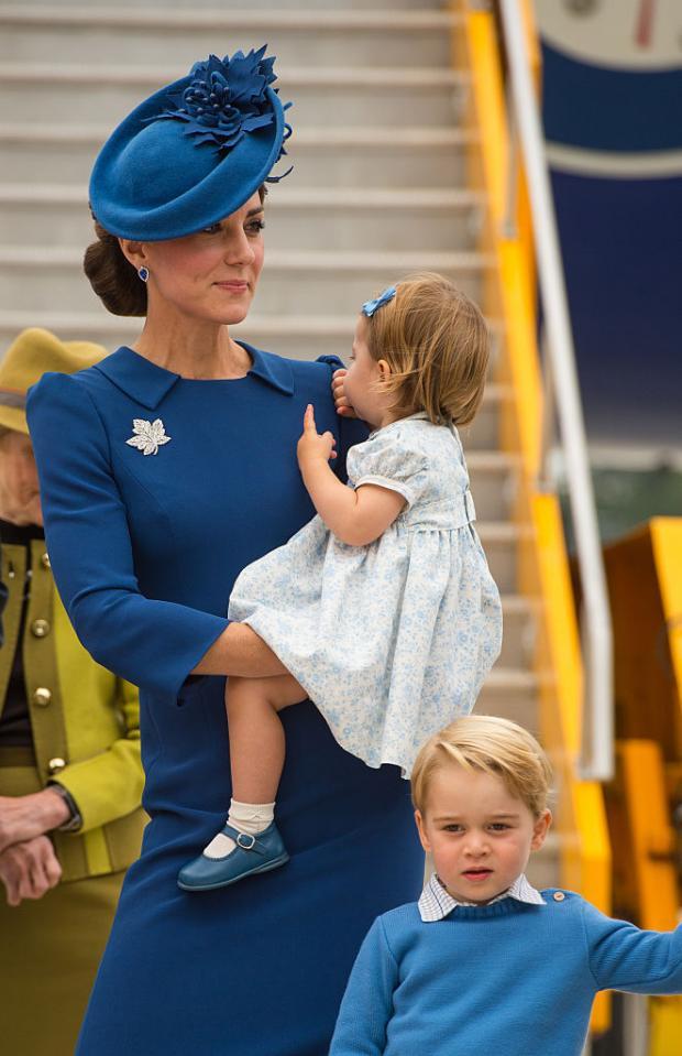 Кейт Миддлтон с сыном и дочерью