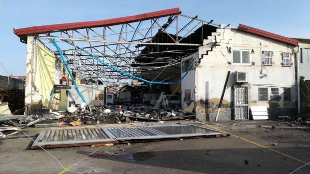 разрушенная крыша здания