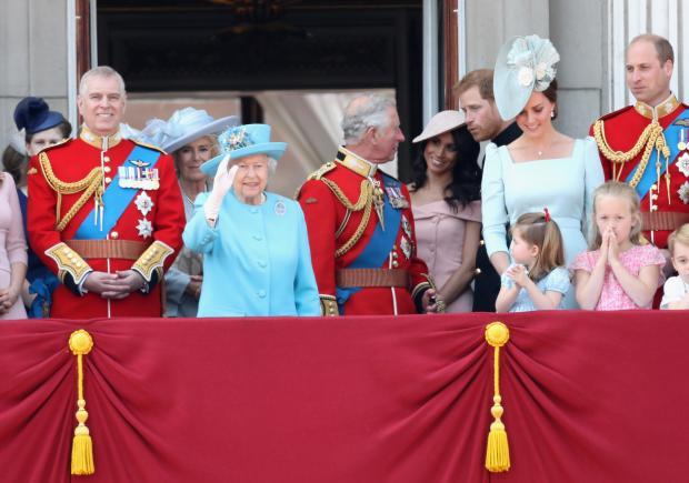 Королевская семья на балконе Букингемского замка