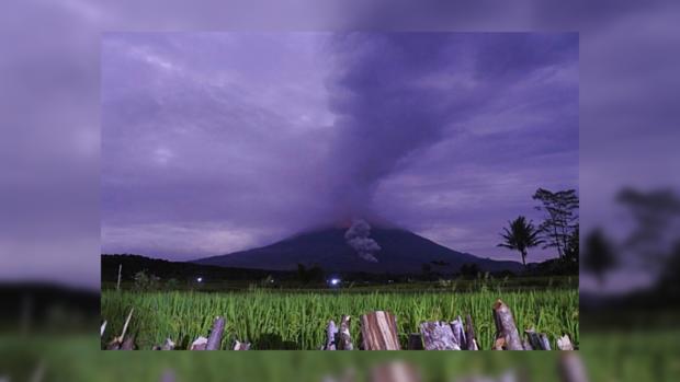 Проснувшийся вулкан в Индонезии