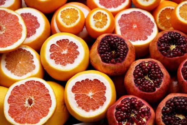 грейпфруты, гранаты