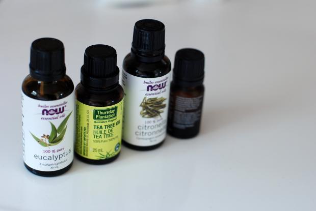 четыре флакончика с эфирными маслами