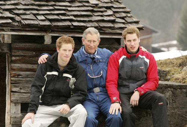 Принц Чарльз вместе с сыновьями Принцами Уильямом и Гарри