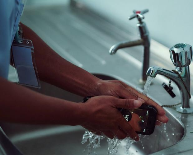 смартфон который можно мыть
