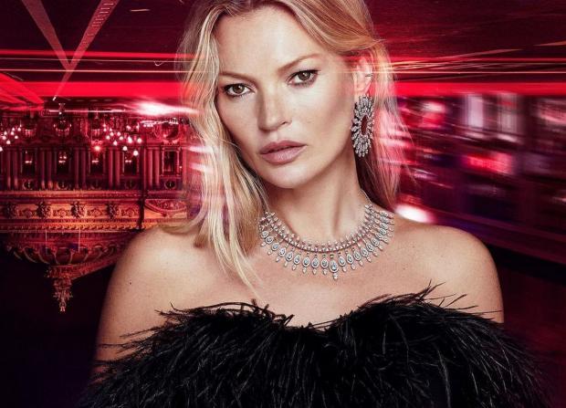 Кейт Мосс в красивом ожерелье