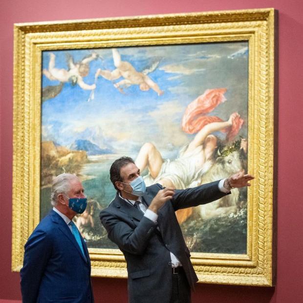 Принц Чарльз в картинной галерее