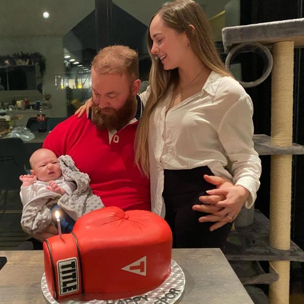 Хафтор с женой и сыном
