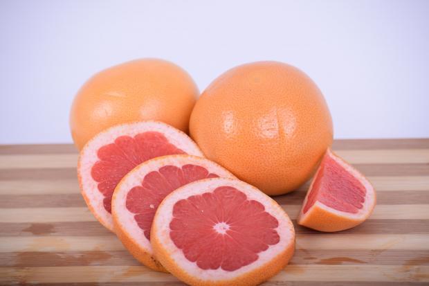 нарезанный грейпфрут