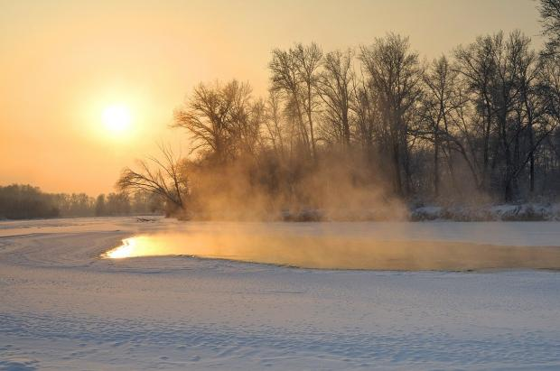 закат солнца над зимним пейзажем