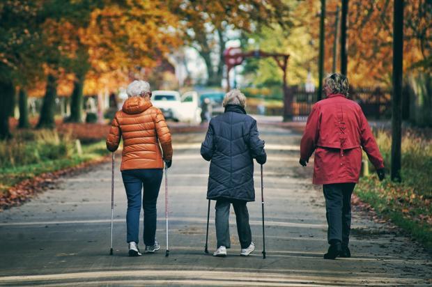 спортивная ходьба старушек