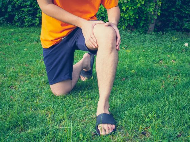 болит колено у мужчины