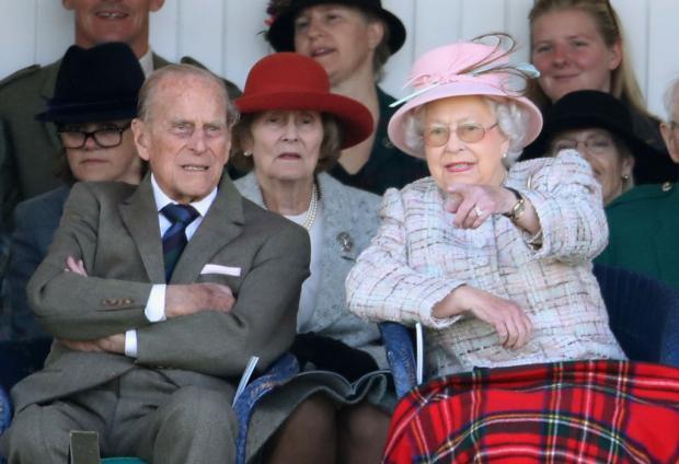 Елизавета II и Прину Филипп на публике