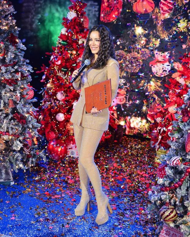 Ани Лорак в блестящем нюдовом костюме