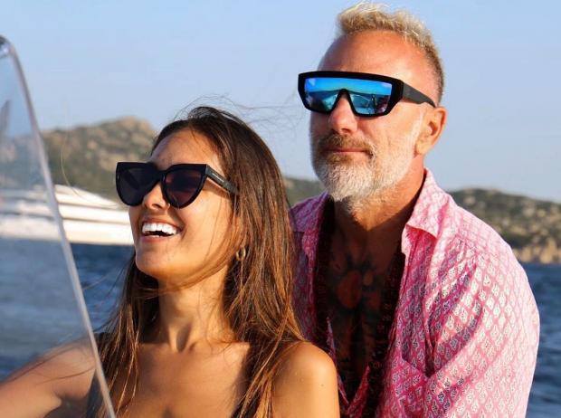 Джанлука Вакки вместе с невестой на яхте
